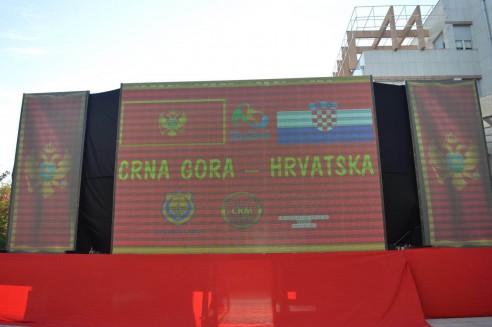 U Tivtu odrzano Javno gledanje utakmice Crna Gora Hrvatska